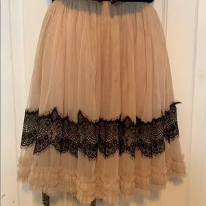 Pull on tulle skirt with black lace trim sz XS